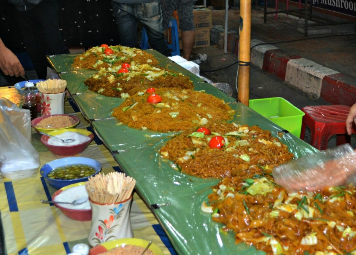 Photo Essay: Chiang Mai Sunday Market & Walking Street - Of Food, Souvenirs & Arts