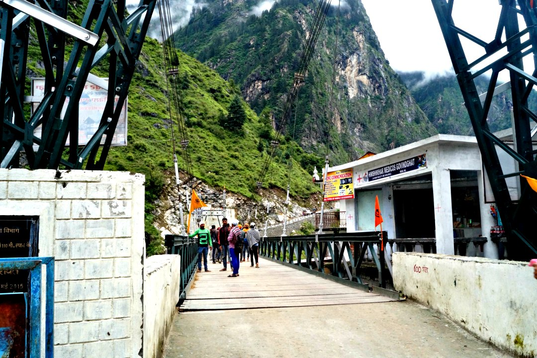 A guide to the valley of flowers & Hemkund