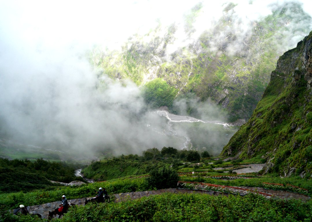 Hemkund Sahib Trek - A Guide To A Solo Trek To The Lake of Snow