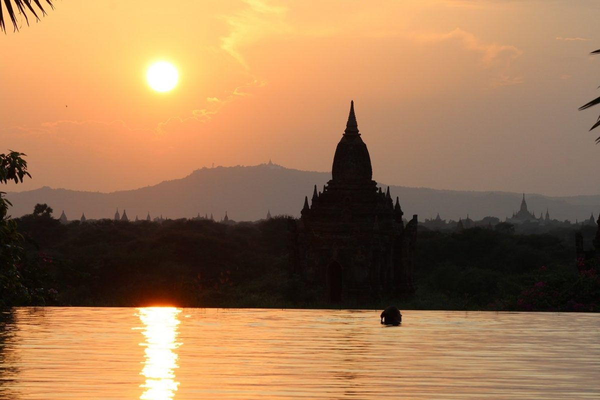 Bagan sunset on Irrawaddy