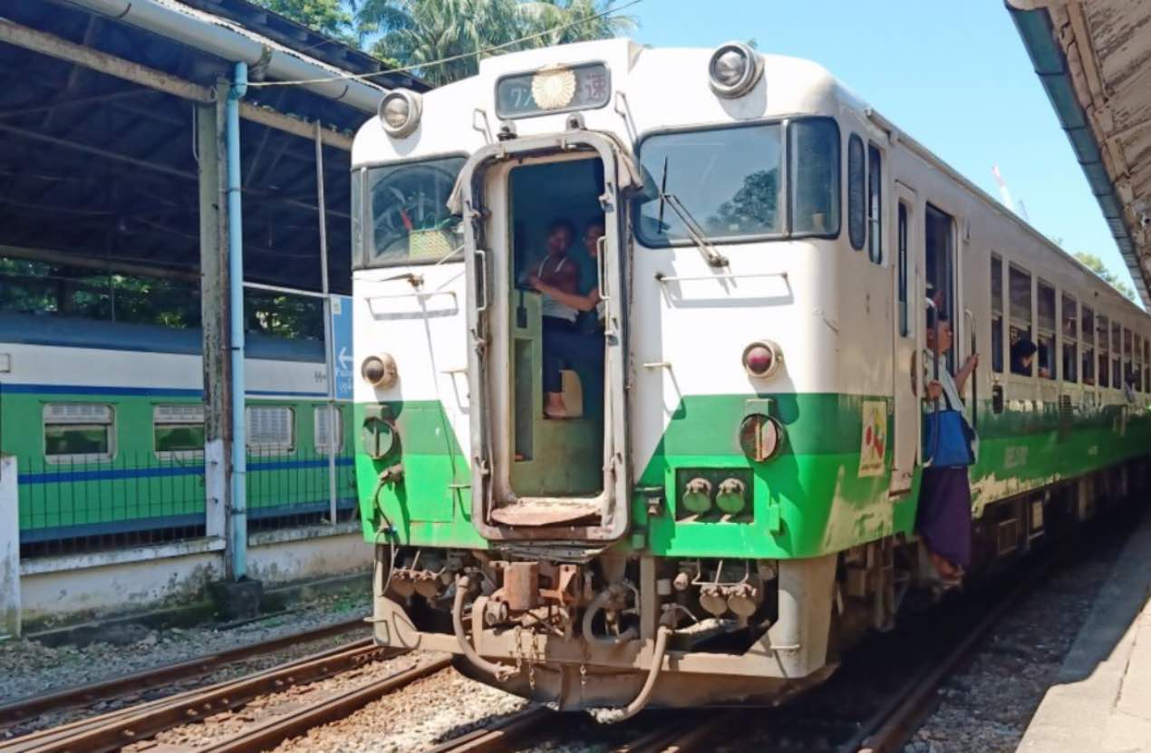Yangon Circular Train - A Total Guide To Witness the Burmese Life (+Tips)