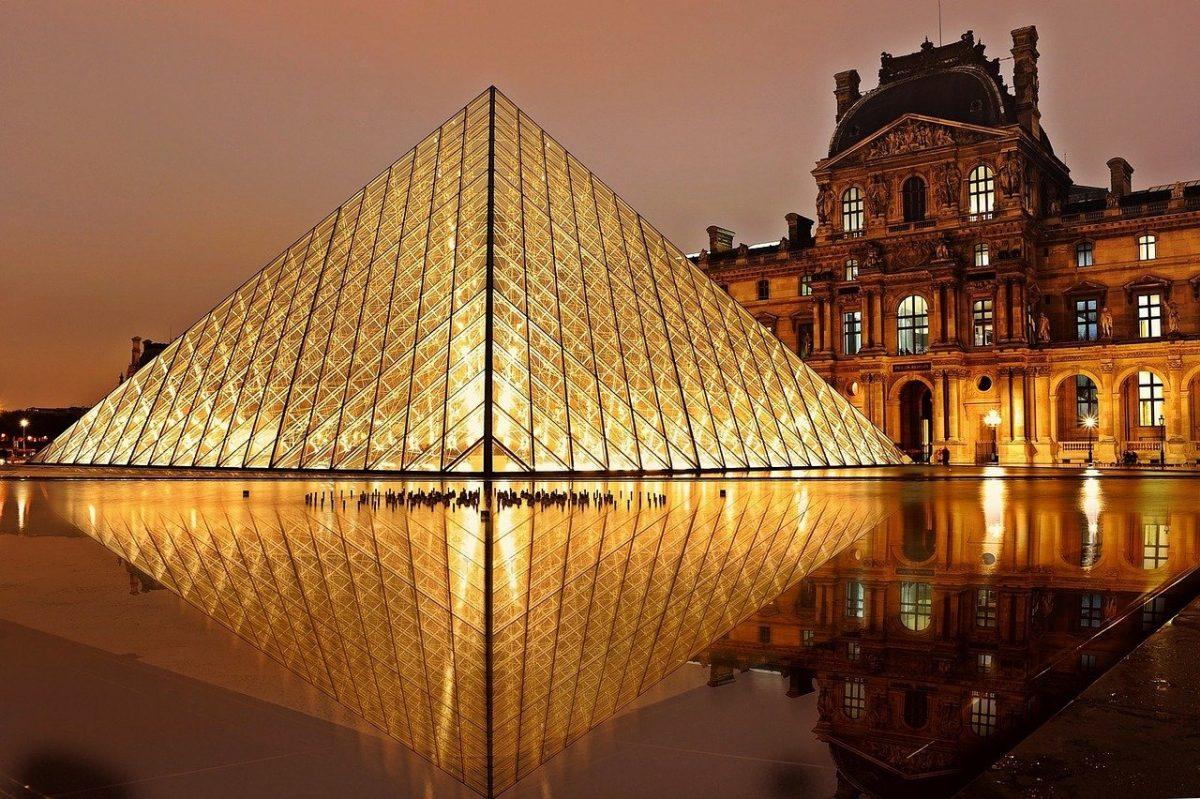 Louvre captions