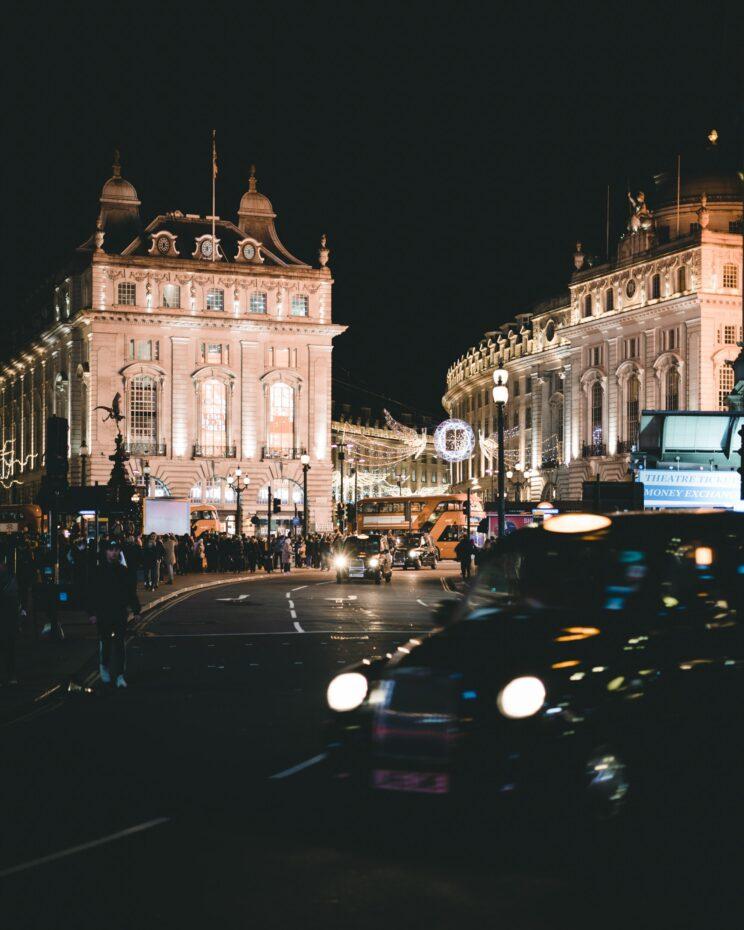 pics of london at night