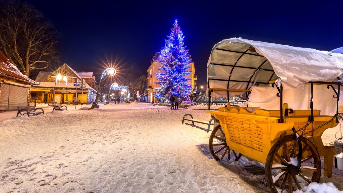 Krupówki street in Zakopane during Christmas is magical